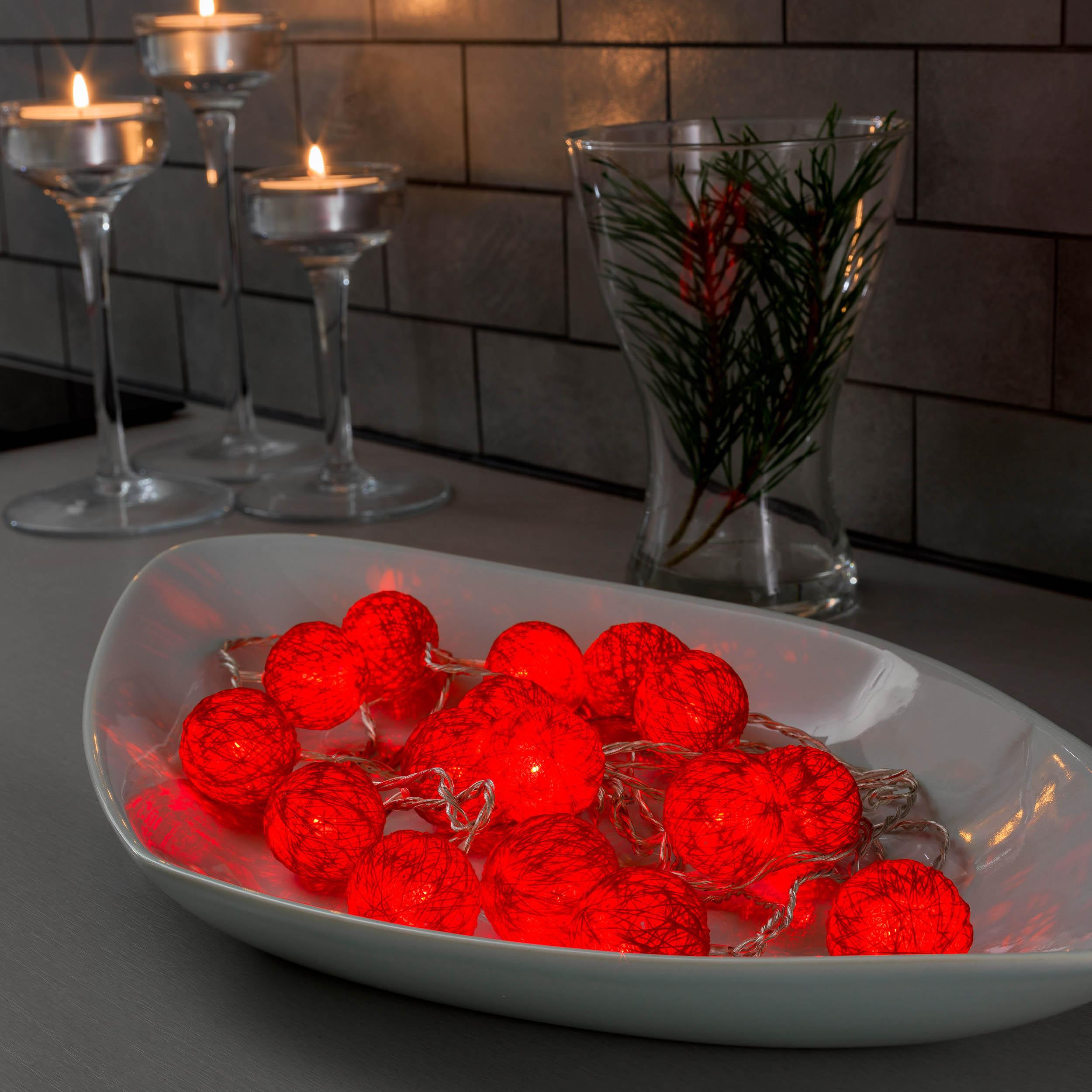 Konstsmide LED-Dekolichterkette, rote Baumwollkugeln, 3,5 cm 3135-553