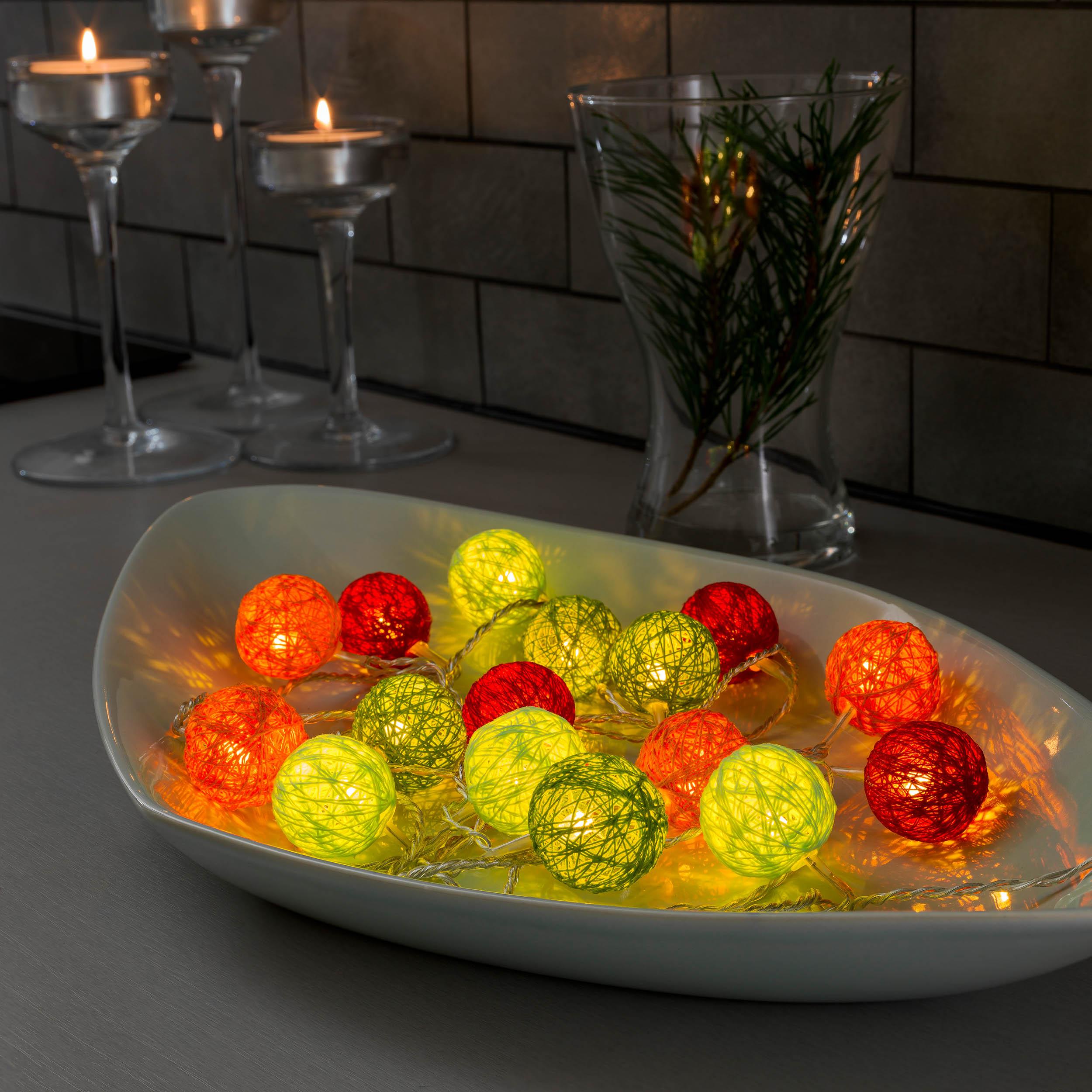Konstsmide LED-Dekolichterkette, bunte Baumwollkugeln, 3,5 cm 3135-503