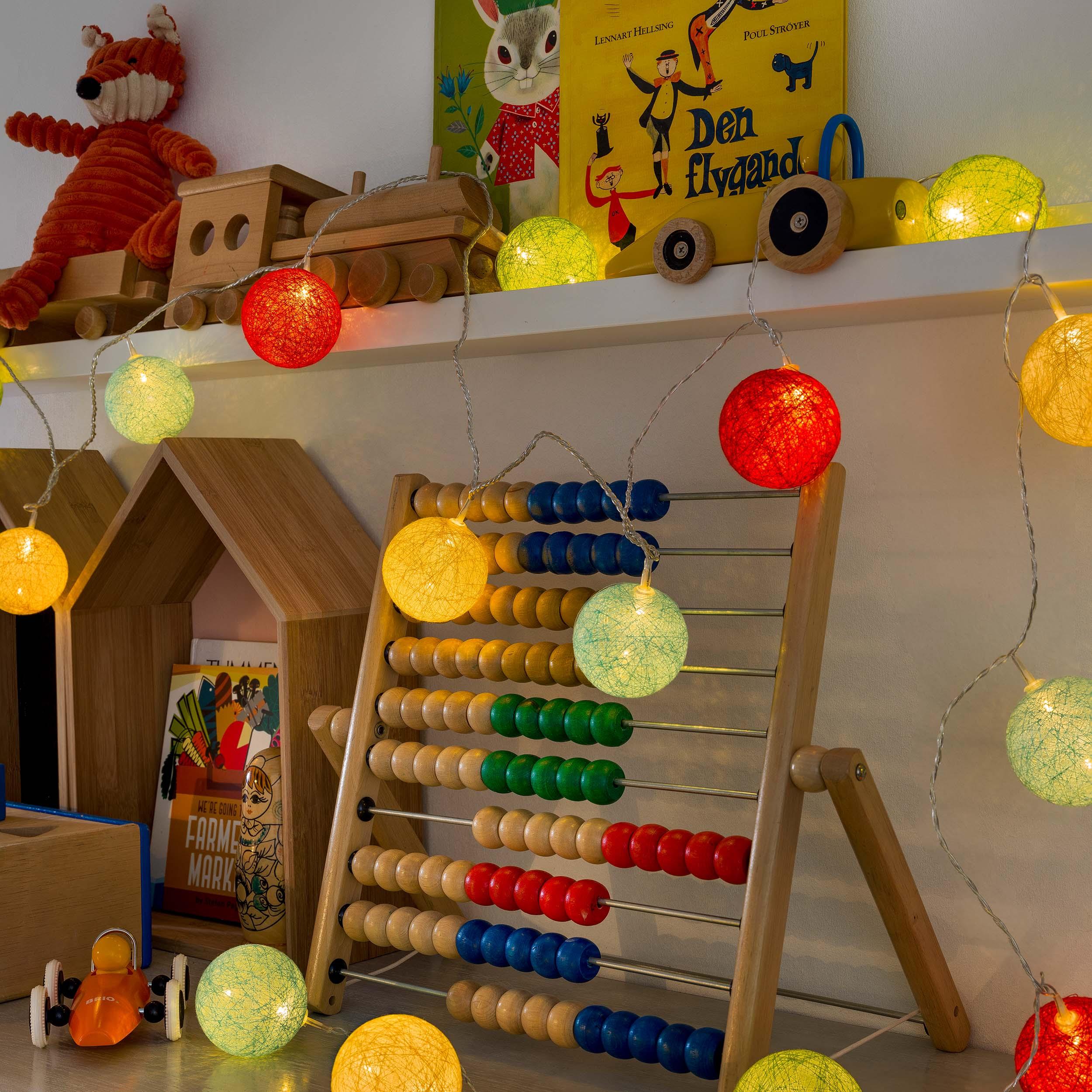 Konstsmide LED-Dekolichterkette, bunte Baumwollkugeln, 6 cm 3136-503