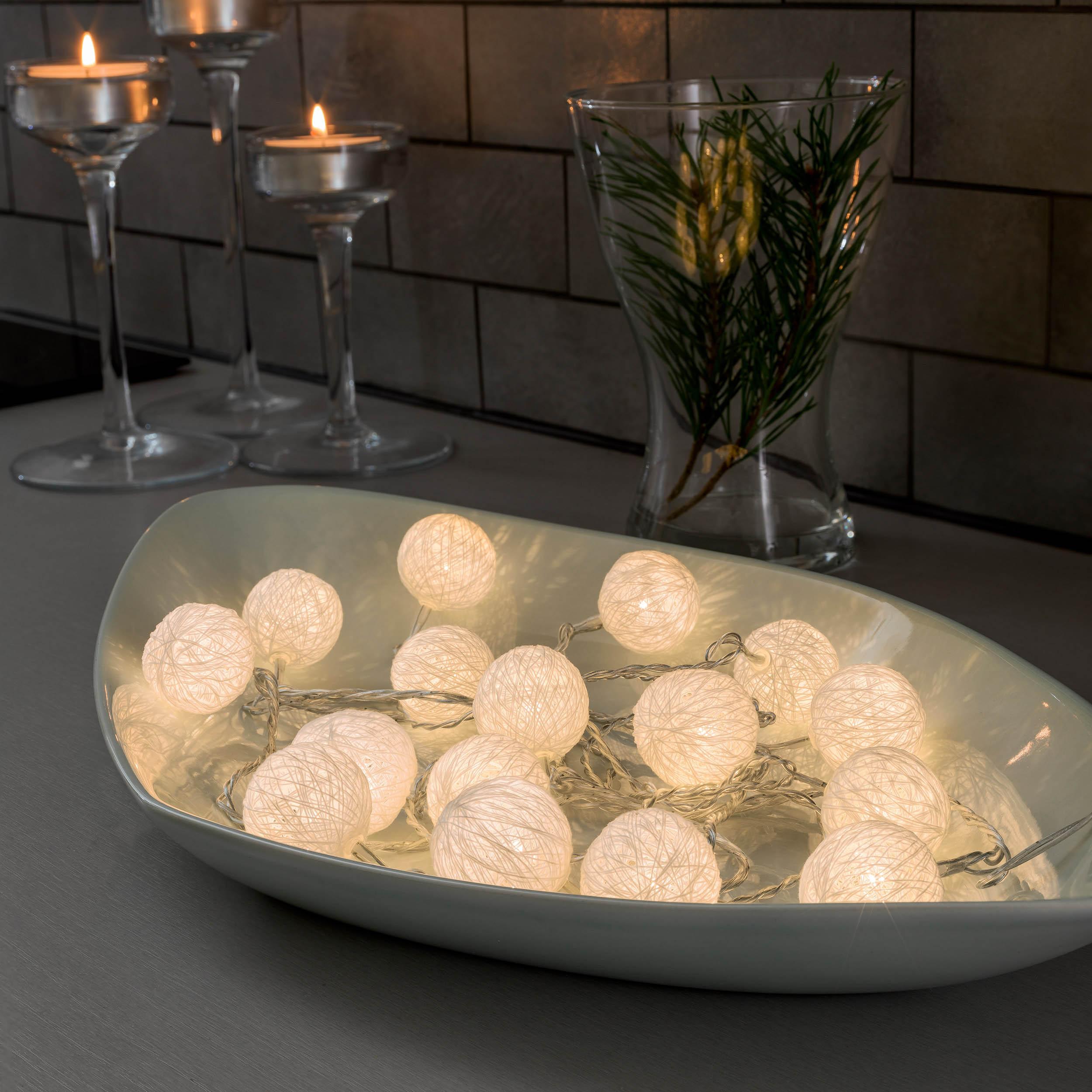 Konstsmide LED-Dekolichterkette, weiße Baumwollkugeln, 3,5 cm 3135-103